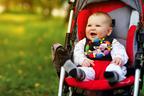 お出かけの秋!「赤ちゃんのお散歩マストアイテム」12のリスト