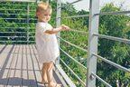 後を絶たない転落事故…再発防止に必要なのは、「親の注意」だけじゃない!