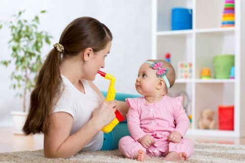 英語は早いほうが覚える?1歳児の「バイリンガル知育」を成功させる秘訣とは