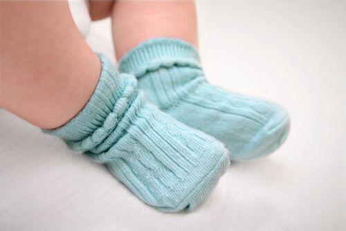 赤ちゃんに「室内で靴下を履かせる」は本当にイイの?