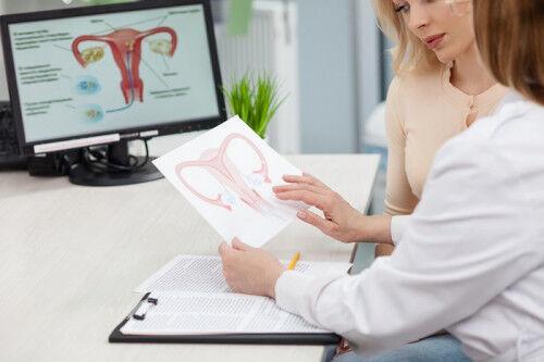 治療しないと妊娠できない?「卵管閉塞」の治療法と費用は