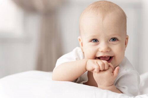9ヶ月頃にオススメ!仕草が可愛すぎる「赤ちゃんのまねっこ遊び」4つ