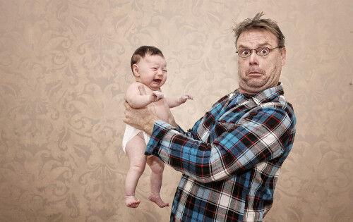 母乳パットでギャン泣き!? わが子の「パパ見知り」対策3つ