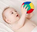 【オススメおもちゃ5選】生後3ヶ月ごろの「にぎにぎ遊び」とは?