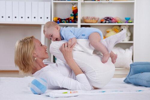 【3~6ヶ月】ハイハイまであと少し!ママと簡単「うつ伏せ遊び」3つ