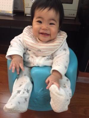【3~6か月】首が座ったらいよいよ!「おすわり」の練習法とオススメアイテム