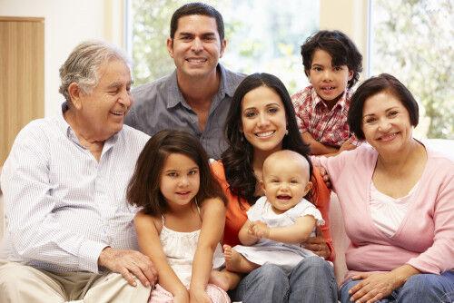 35歳以上で出産した約半数が子育てと親の介護の「ダブルケア」を経験