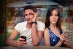 【弁護士解説】携帯を見ても幸せはない!? 「不倫のリスク」10個