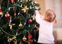 クリスマスツリーで大怪我!? 月齢別「注意したい飾り付け」3つ