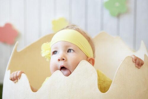 ママ絶叫!0歳の赤ちゃんが「舐めていて驚いたモノ」8つ