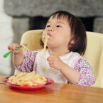 幼児期は「誤嚥」による窒息事故が多い?要注意の食べ物とは