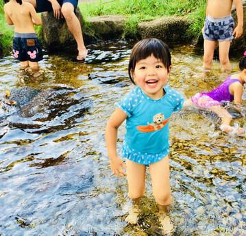 ea7a5cd971b 女の子におすすめ♡人気ブランドのキュートな「ラッシュガード」11選photo by It Mamaこれからの季節、プールや海などでの水遊びを楽しみにしている子ども達にラッシュ  ...