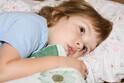 幼児の「寝たくない!」の理由は?親はどう対応する?