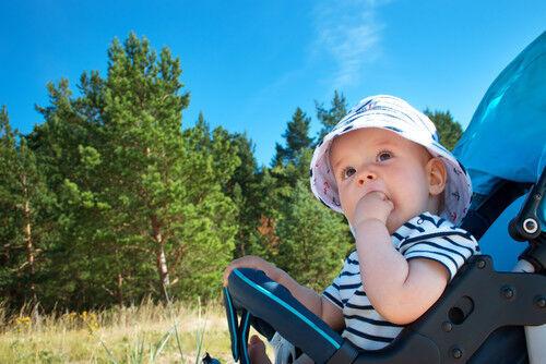 【0歳】赤ちゃんが熱中症に注意したい時期は?症状と対策