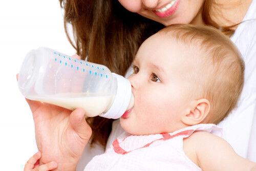 赤ちゃんとの旅行はいつから?お出かけ時の「哺乳瓶消毒法と注意点」