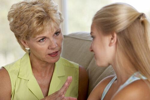 お盆帰省が憂鬱?祖父母世代との「子育てギャップあるある」と3つの対策