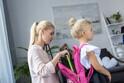 【3歳】ママが荷物を持つのはNG!? 「子を自立させるポイント」3つ