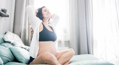 妊娠したら抜け毛が増えた!? 「髪トラブル」の原因と改善方法