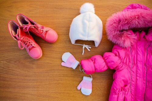 コートやダウンの襟・袖汚れ…「冬の子ども服」家で洗濯する時のコツ
