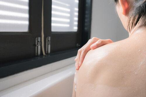 【妊娠中の入浴】最適なお風呂の温度は?NG行動とは?