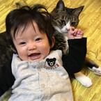 2/22は猫の日!SNSで見つけた「赤ちゃんと猫がいる生活」写真集