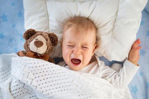 その夜泣き「寝言」かも…?生後6ヶ月の夜泣き原因&対処法