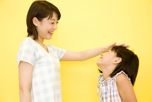 子どもを伸ばす重要期!「3歳まで」の子どもの褒め方は?