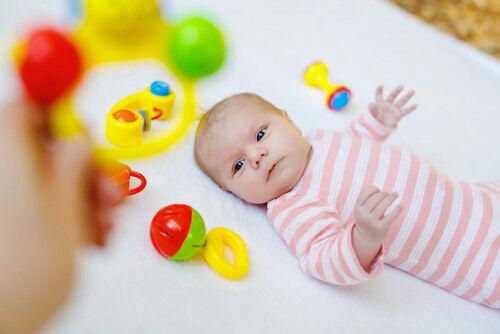 赤ちゃんの人見知り、なぜ起こる?避けたいNG対応3つ
