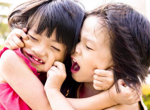 「お友だちを噛む」原因と家庭での対処は?元幼稚園教諭が教えます!