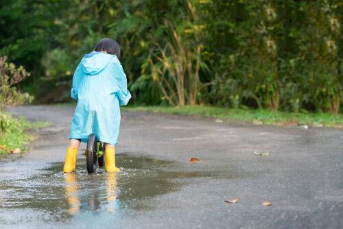 ゲリラ豪雨時の通園に備えて!自転車の雨対策&おすすめグッズ6選