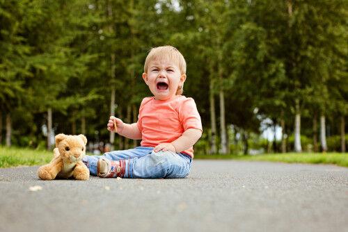 どうしたらイイの!? 子どもの手ごわい「地べた泣き」への対処術