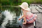 幼児の水難事故「一番起こりやすい場所」って?親のNG行動と安全対策
