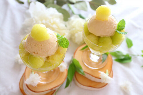 大人も子どもも大好物♡グラスで作る「簡単フルーツアイスパフェ」3選