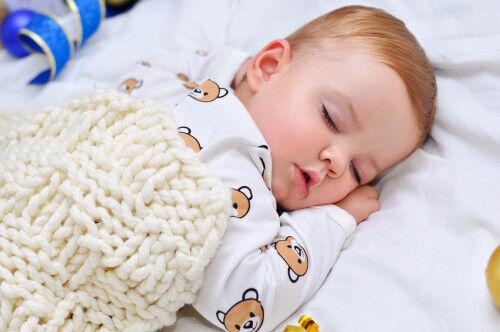 ねんねトレーニングをする前に!「赤ちゃんの睡眠の基礎を整えるコツ」4つ