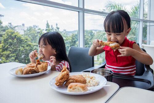 【マナー講師に聞く】小学校入学前に身に付けたい外食時の基本マナー