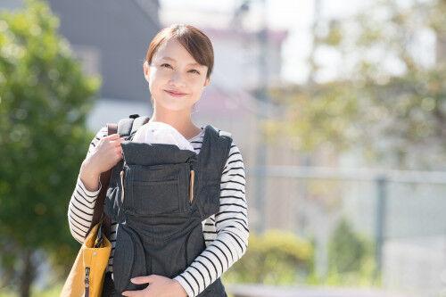 原因は外出時の重い荷物とストレス? ママのお悩み「こり」へ4つのアプローチ