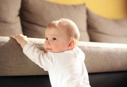 【保育士さんQA】赤ちゃんの後追いっていつから?しない子との違いは?