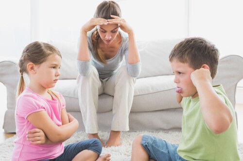 イヤイヤ期の兄弟喧嘩!主な原因と「ママのスマート対応」3つ