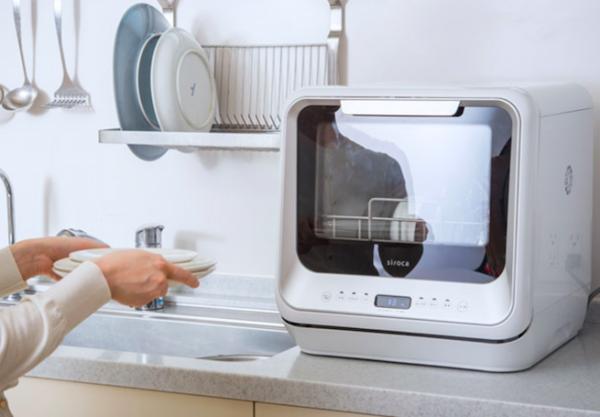 面倒な食器洗いから開放!ママを笑顔にしてくれる工事不要の食器洗い乾燥機