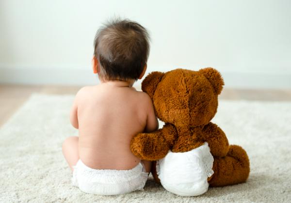デリケートな赤ちゃんのお肌を守る!保湿力アップなめらか質感のおむつ誕生