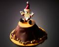 サプライズ付きで超キュート!ひとつで何度も楽しめる豪華クリスマスケーキ