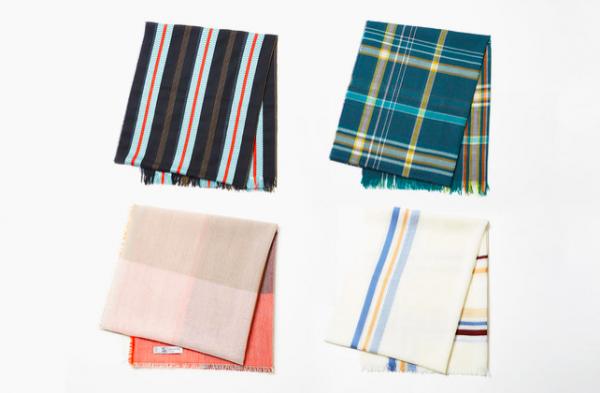 おしゃれ女子の定番!軽やかなチェックやグラデーションがかわいいスカーフ