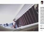 民泊「Airbnb」のホスト、チェックアウトが遅れた黒人客を階段上から突き落とす