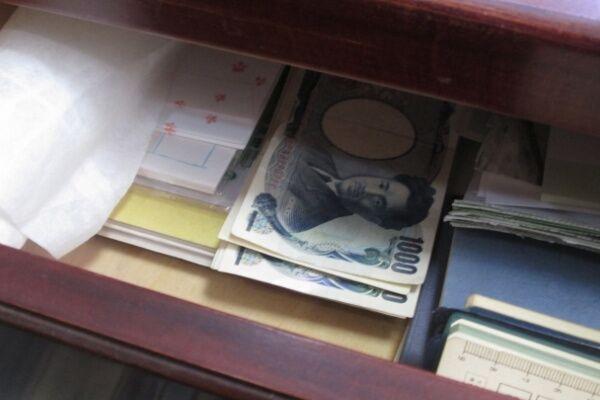"""封筒に10万円…遺品整理業者が見た""""忘れられた""""へそくり達"""