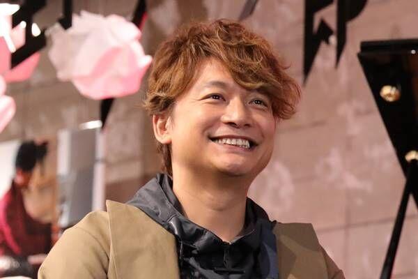 香取慎吾のパリ初個展支えるSNSの力、稲垣&草なぎも応援