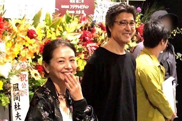 小泉今日子が始めた52歳の裏方仕事「首にはいつも老眼鏡」