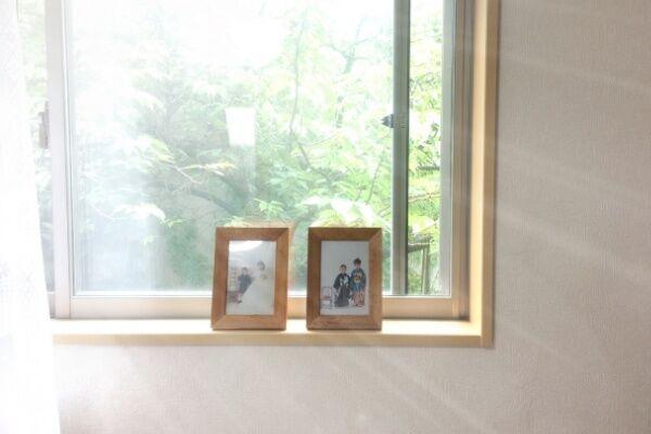 子供の自己肯定感を上げるには「家族写真」を自宅に貼りまくる