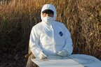 藤城清治さん 放射線の防護服に身を包んで描く「命の影絵」