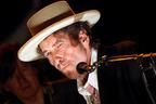 ボブ・ディラン、トークショーに出演するも一言も喋らず
