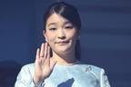 眞子さま「結婚延期」発表後の異変! 薬指から消えた指輪